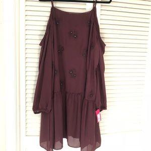 🍷NWT Wine Drop Waist Cold Shoulder Dress